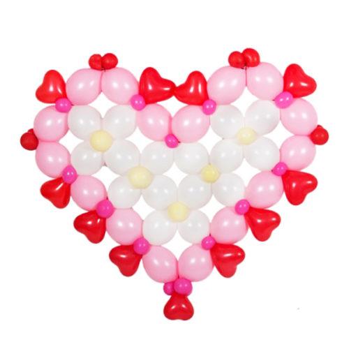 Розово-белое сердце плоское из воздушных шаров