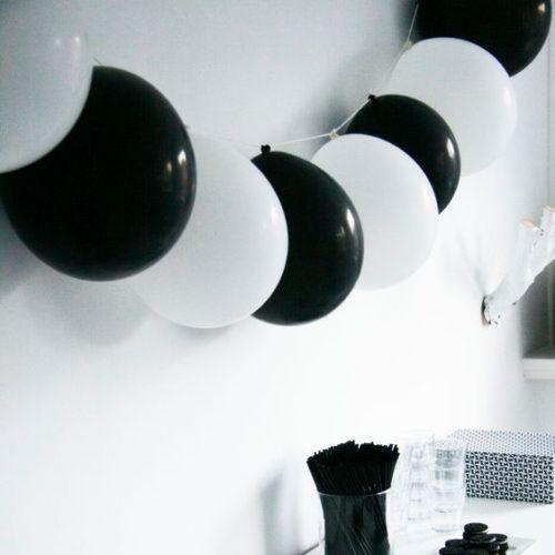 Гирлянда из 10 шаров с воздухом черно-белая