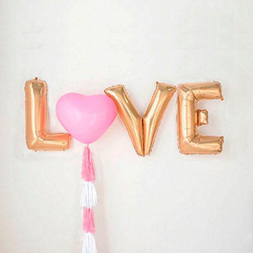 Надпись LOVE с сердечком и гирляндой Тассел