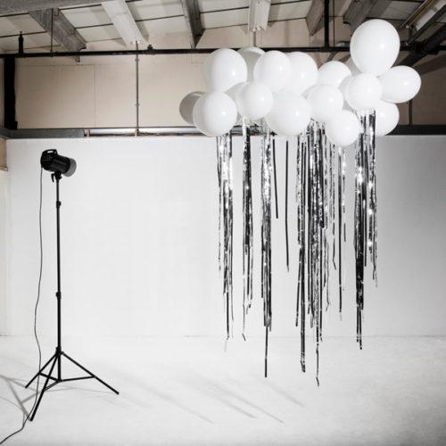 Облако из шаров с серебряным дождиком для фотозоны