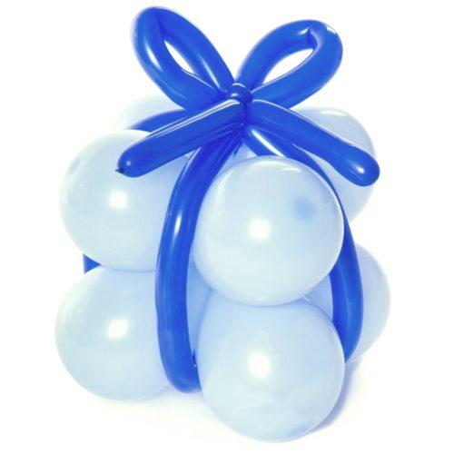 Подарок из воздушных шаров Голубой с синей лентой
