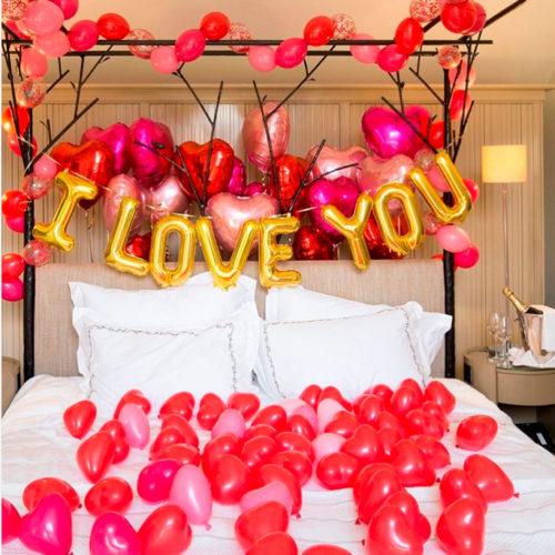 Комплект поздравительный Любовный Кроватка в сердечках с Надписью из шаров