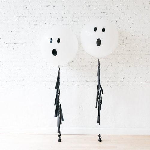 Комплект шаров Приведение с черной гирляндой Тассел 2 штуки