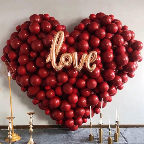 Сердце из шаров с надписью Любовь Бордо и Золото