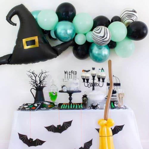 Фотозона из воздушных шаров на Хеллоуин Гирлянда с шляпой и Метла1