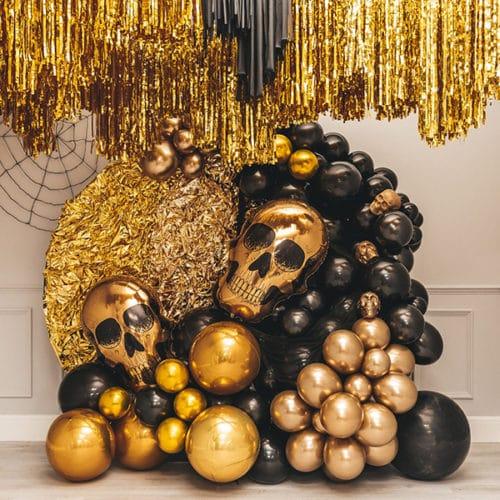 Фотозона из воздушных шаров на Хеллоуин Золотой череп