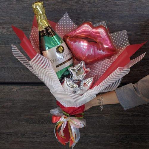 Букет из воздушных шаров Бутылка шампанского и Губы