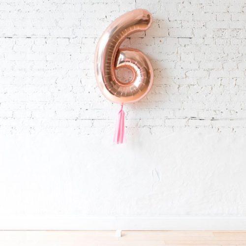 Цифра 6 Розовое золото с кисточкой тассел на грузике