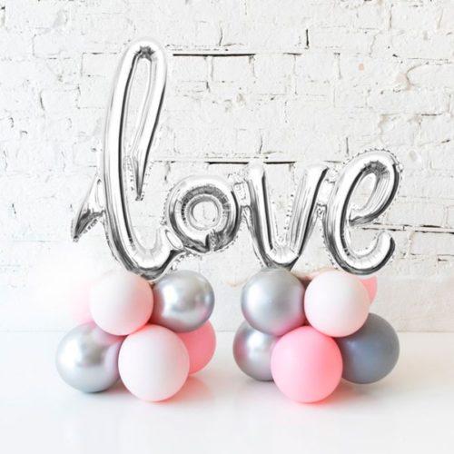 Надпись Love на стойке из воздушных шаров Розовый Серый и Серебро Хром