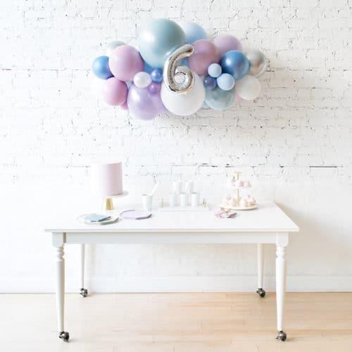 Облако из воздушных шаров с цифрой 6 Перламутровые тона