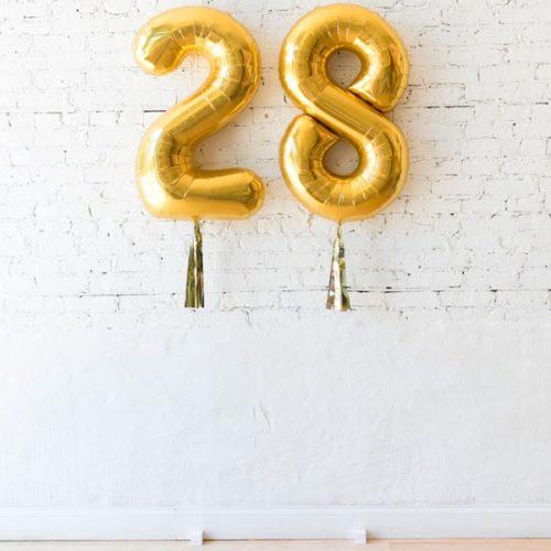 Цифры 28 Золото на грузиках с кисточкой тассел