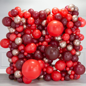 Фотозона из воздушных шаров Красные тона и Золото Хром на День Святого Валентина