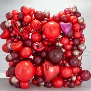 Фотозона из воздушных шаров Любовь Красные тона и Золото Хром на День Святого Валентина
