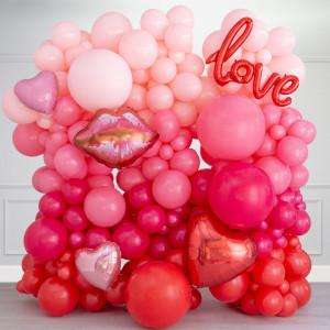 Фотозона из воздушных шаров Любовь Розовые тона на День Святого Валентина