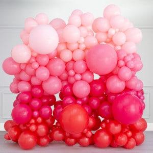 Фотозона из воздушных шаров Розовые тона на День Святого Валентина
