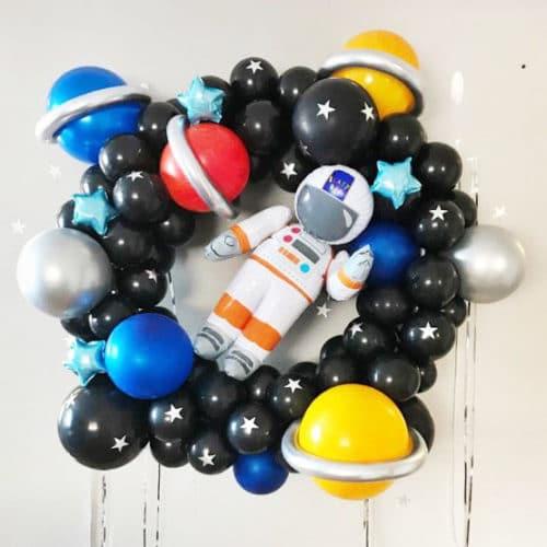 Венок из воздушных шаров Планеты и Космонавт
