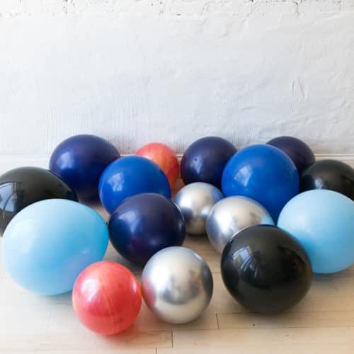 Комплект из 15 воздушных шаров на пол Космический микс