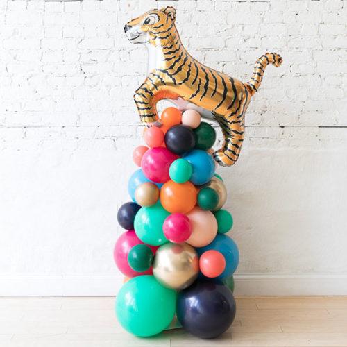 Стойка из воздушных шаров с Тигром