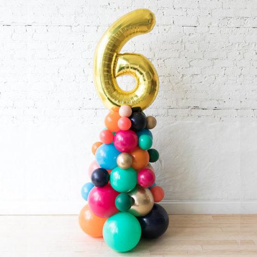 Стойка из воздушных шаров с Цифрой 6