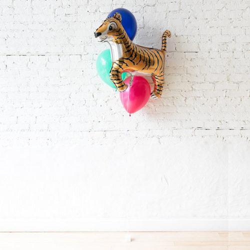Фонтан из 3 воздушных шаров и Тигр