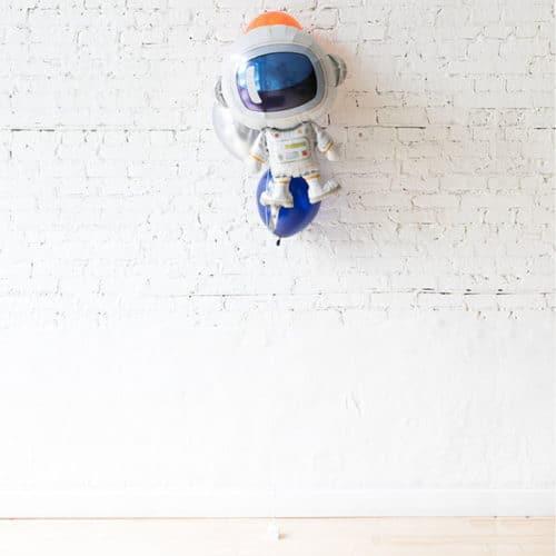 Фонтан из 3 воздушных шаров с Космонавтом