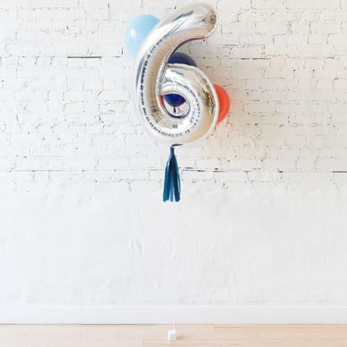Фонтан из 3 воздушных шаров с Цифрой 6 Серебро