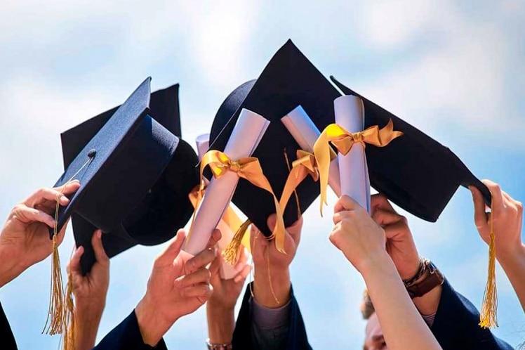 Аксессуары для оформления Выпускной в Школе