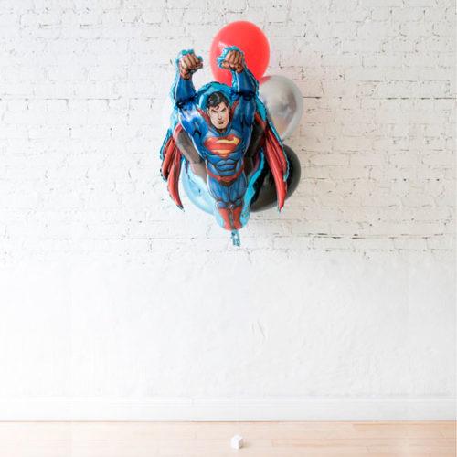 Фонтан из 6 воздушных шаров с Суперменом